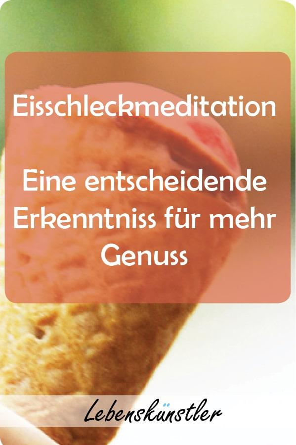Inmitten des normalen Urlaubstohuwabohu sitzt der kleine Meister des Genusses, der Gelassenheit und Achtsamkeit und lässt mit stoischer Ruhe das Treiben an ihm vorbeiziehen. In der linken Hand hält er sein Eis – ein Cornetto Erdbeere – ein Klassiker. Eine kleine Geschichte für mehr Genuss. Klicken und merken. #Genuss #Achtsamkeit #Meditation #Gelassenheit #Zufriedenheit #Ruhe #Glück #Eis #Meditation