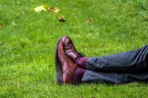 Müßiggang | Gras Liegen